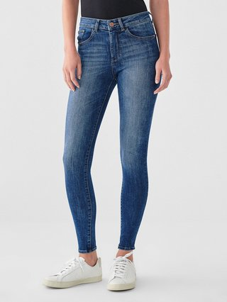 wear skinny jeans with sport shoes